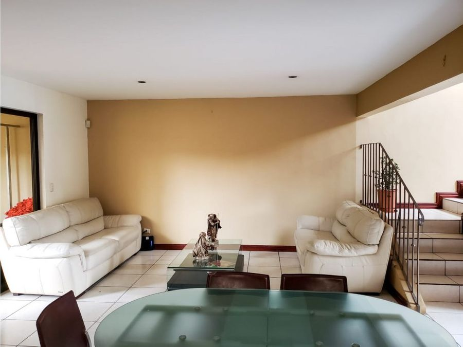 casa en rohrmoser bella y amplia v0199