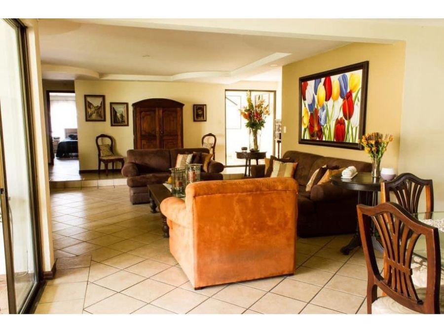 casa en sabana amplia con hermosas areas verdes a0964