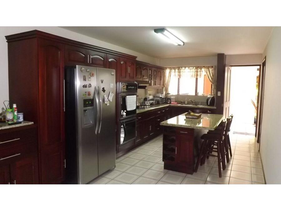 casa en sabana independiente y muy amplia v0278