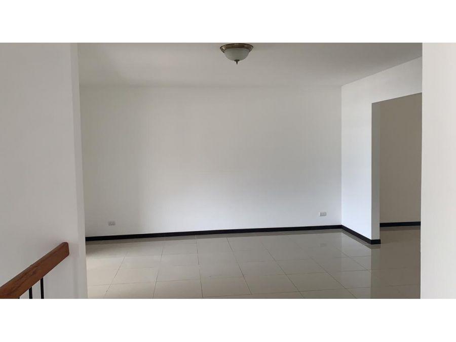 apartamento en rohrmoser totalmente remodelado a0291