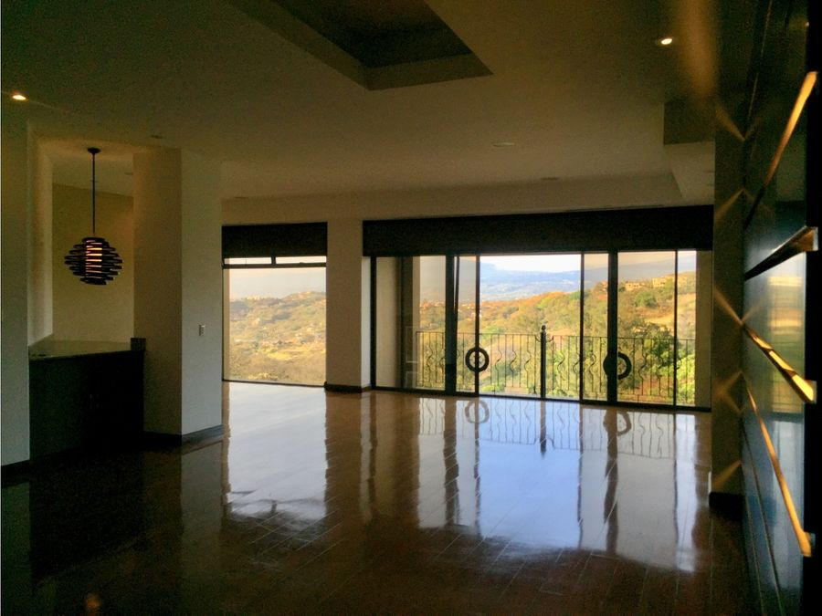apartamento en santa ana super amplio hermosas vistas v0134
