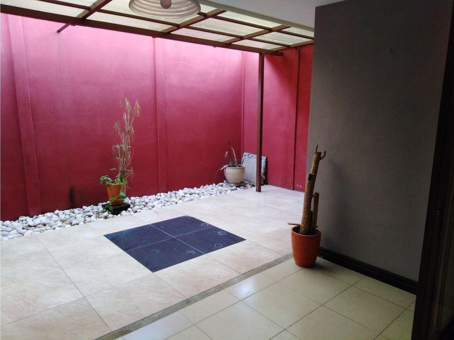 casa en santa ana con amenidades v0263