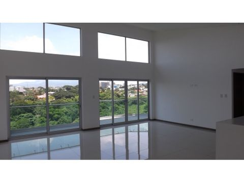 penthouse en rohrmoser exclusivo y con bellas vistas v0309