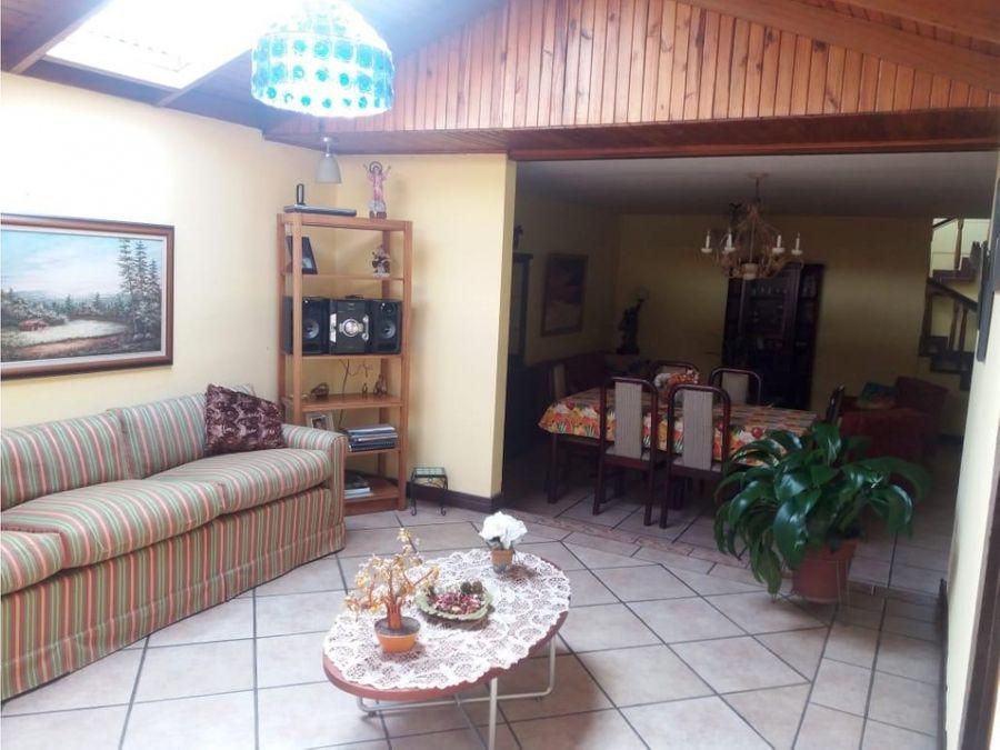 casa en sabana amplia con uso de suelo mixto v0365