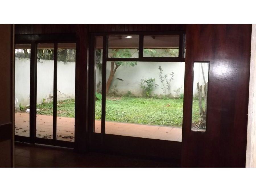casa en rohrmoser muy amplia con jardin a0701