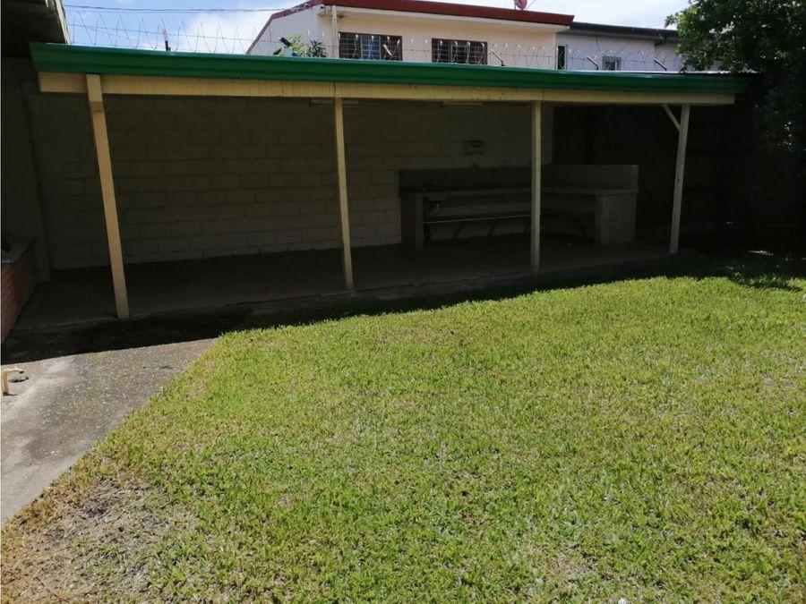 casa en sabana muy amplia con uso de suelo mixto v0357