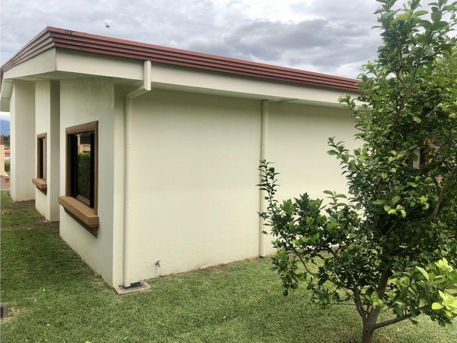 casa en santa ana espectacular y muy amplia v0290