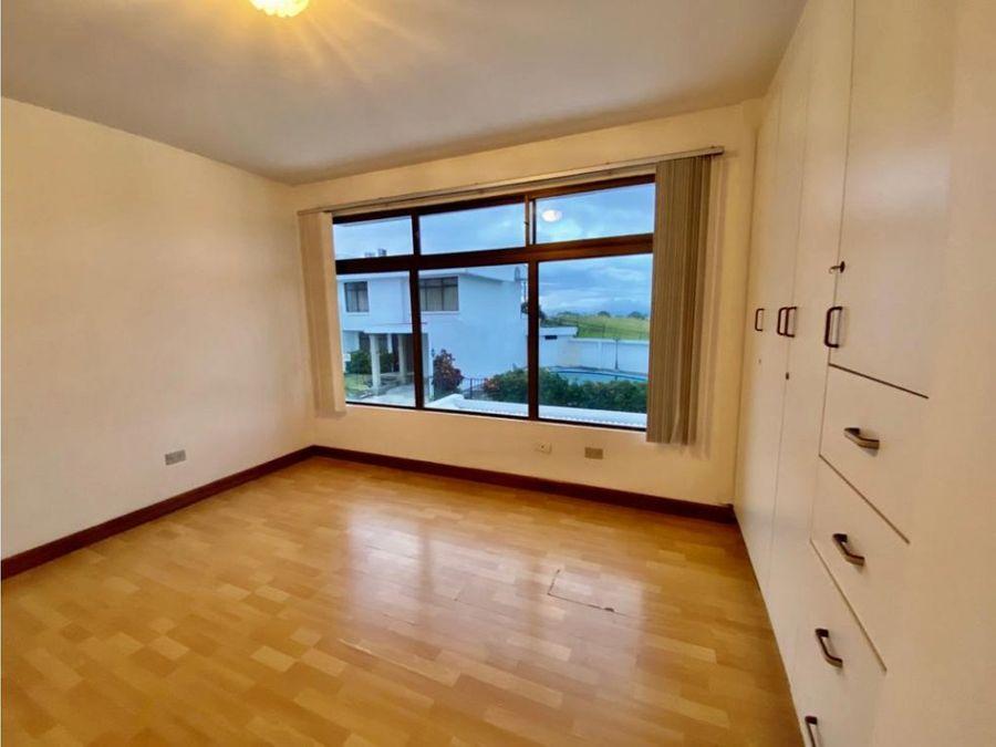 casa en rohrmoser amplia con excelente ubicacion a1108