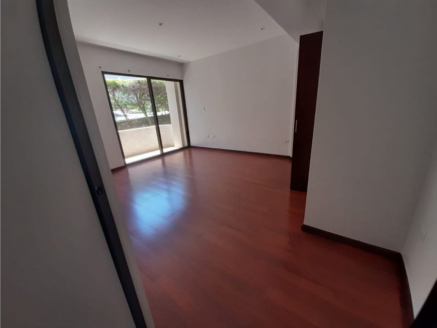 apartamento en escazu en exclusivo condominio v0337