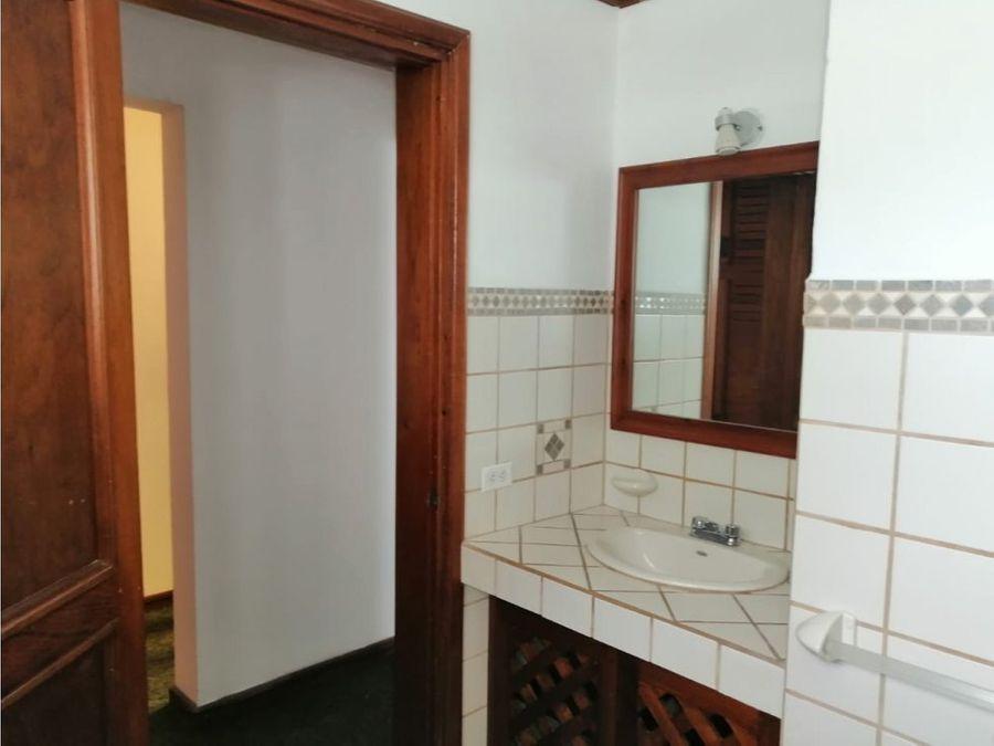 apartamento en rohrmoser incluye servicio de agua a1081