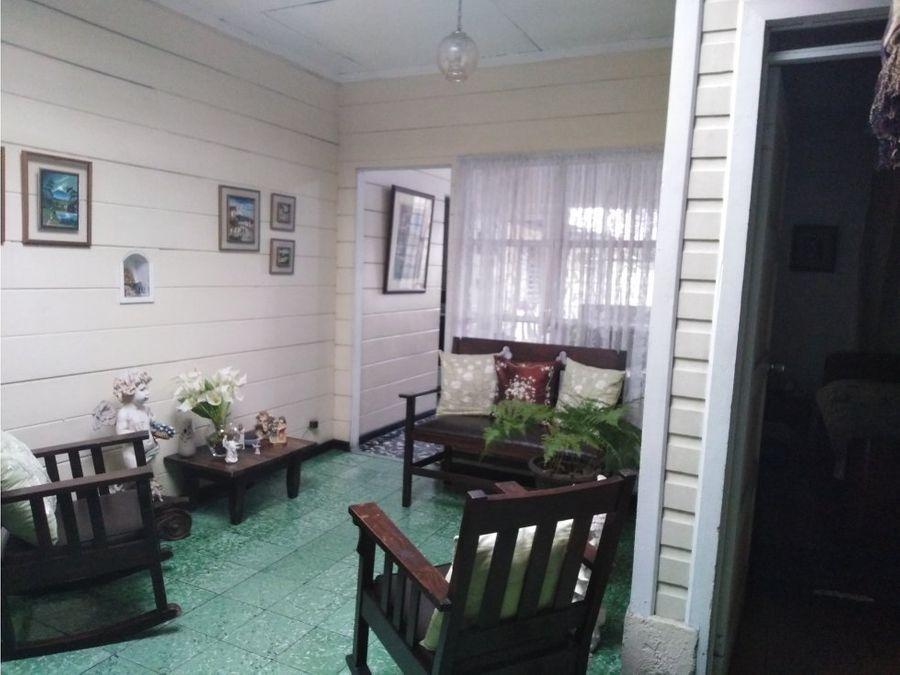 casa en barrio mexico con dos locales y bodega v0246