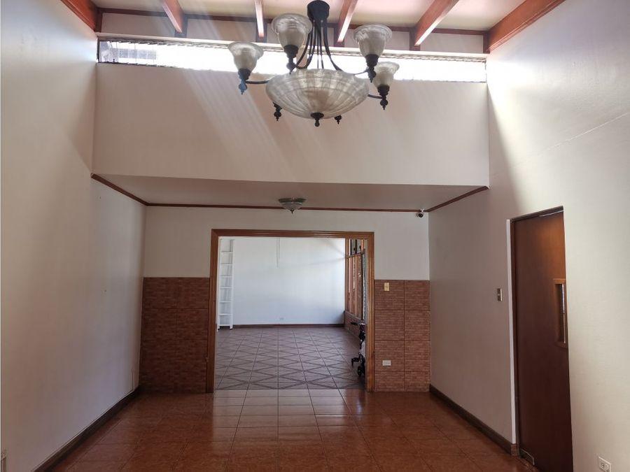 casa en sabana amplia e independiente v0295