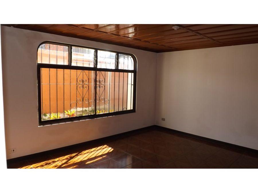 casa en rohrmoser amplia uso de suelo mixto v0330