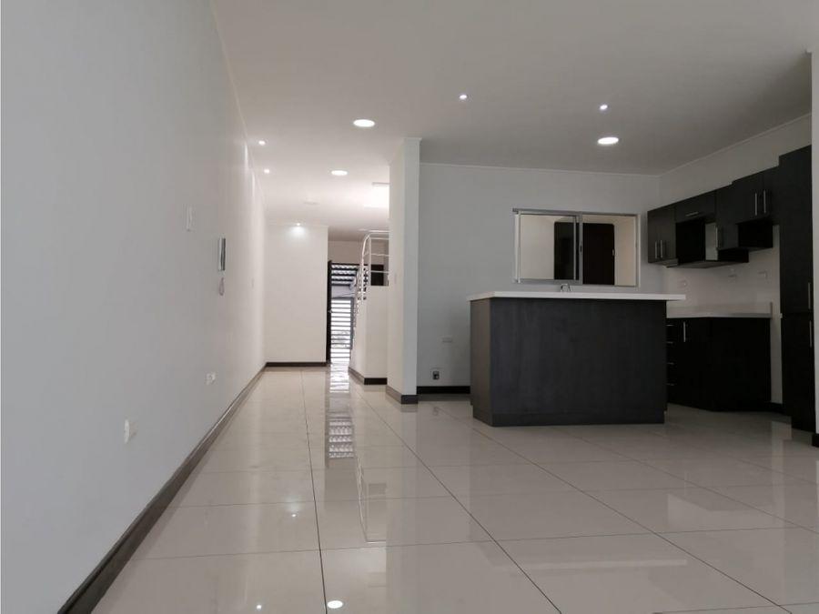 casa en rohrmoser moderna con acabados de lujo v0368
