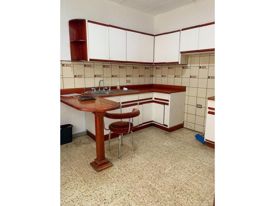 hermosa y amplia casa para alquiler en rohrmoser a1168