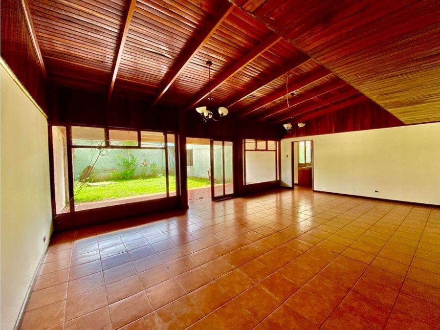 casa en nunciatura muy amplia con jardin a0701