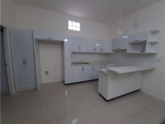apartamento en rohrmoser con servicios a1015