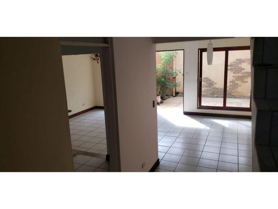 casa en rohrmoser hermosos acabados v0252