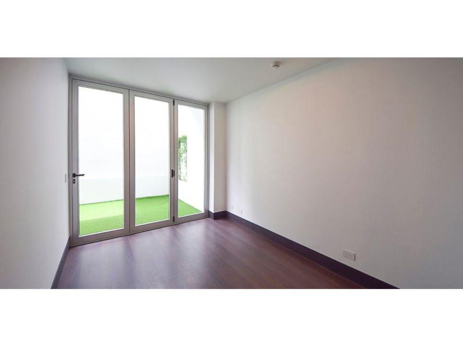 apartamento en rohrmoser acabados de lujo v0314