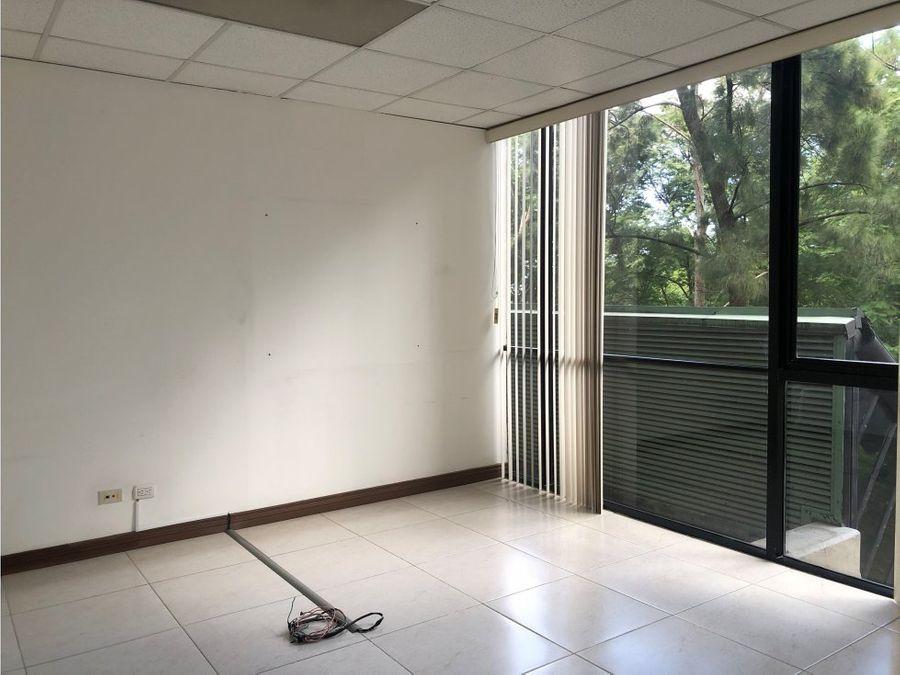 oficina en rohrmoser centrica y de facil acceso a0811