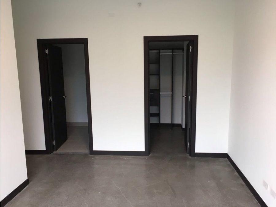 apartamento en rohrmoser excelente oportunidad v0334