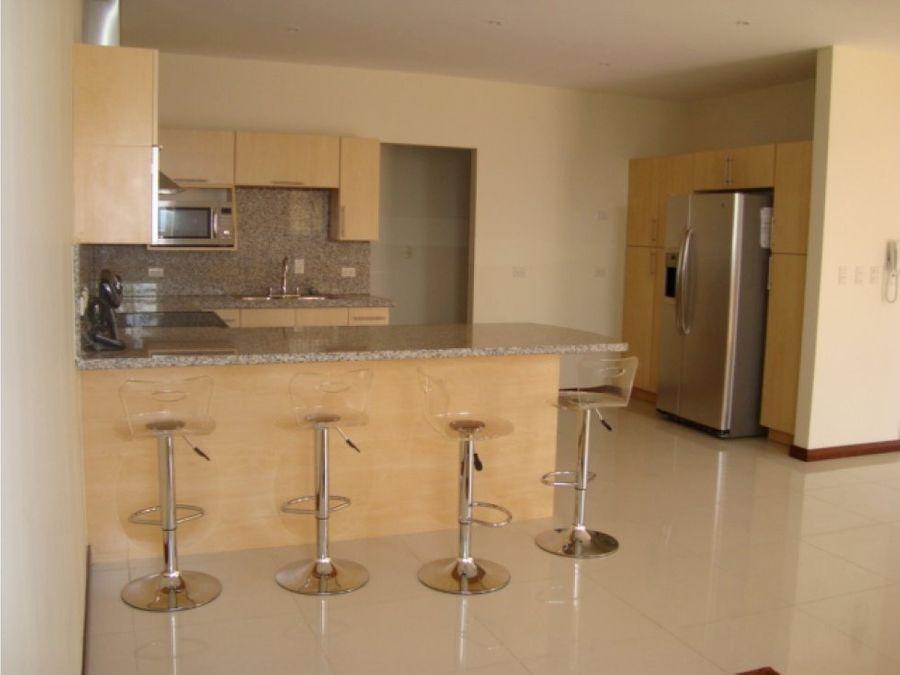 apartamento en escazu amplio y con amenidades v0247