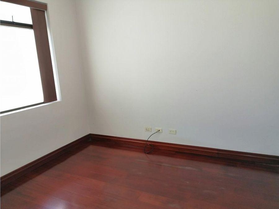 penthouse en escazu con linea blanca a0876
