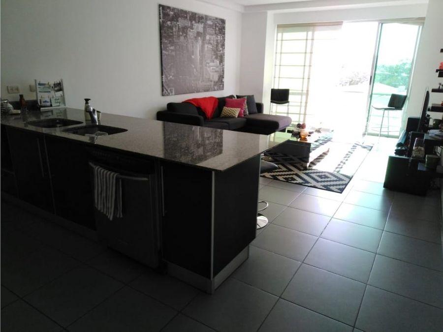 apartamento en santa ana acabados de lujo v0140