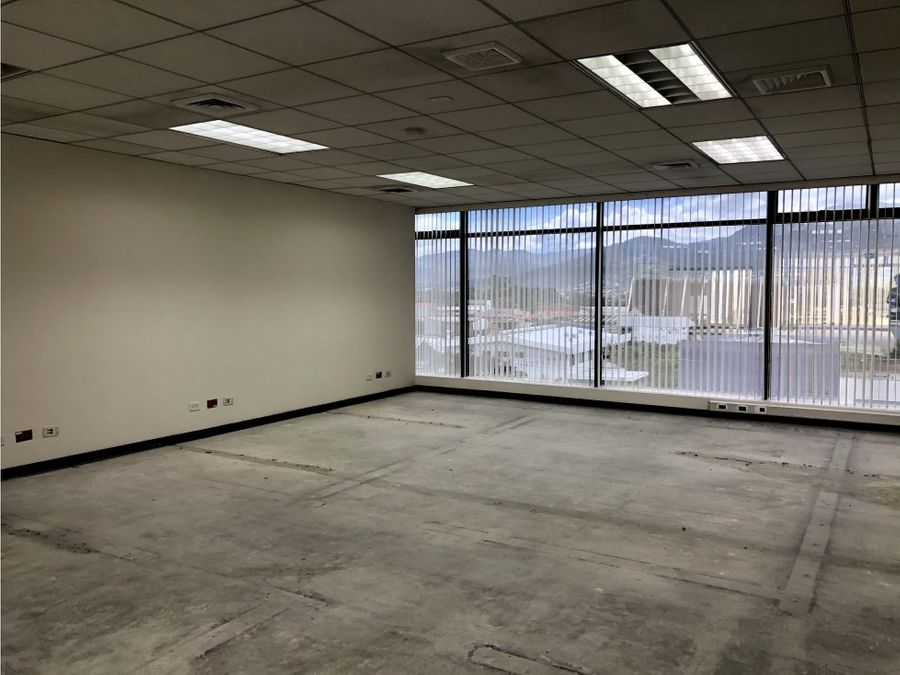 oficina en rohrmoser bastante amplia a0807