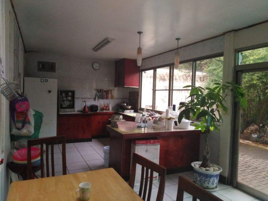 casa en sabana muy amplia y con jardin v0174
