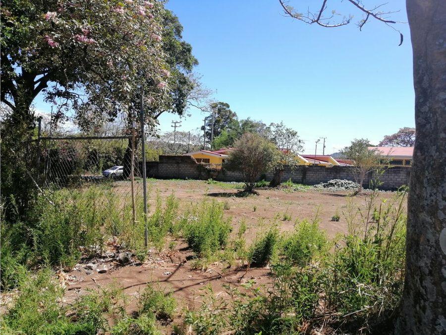 lote en santa ana esquinero en zona residencial v0332