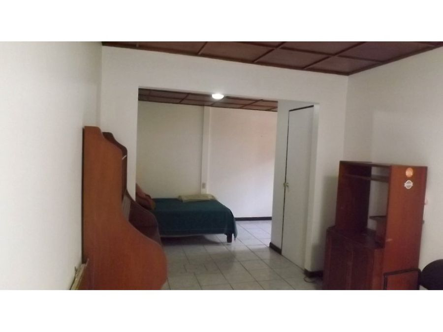 casa en la uruca amplia y con excelente ubicacion v0255
