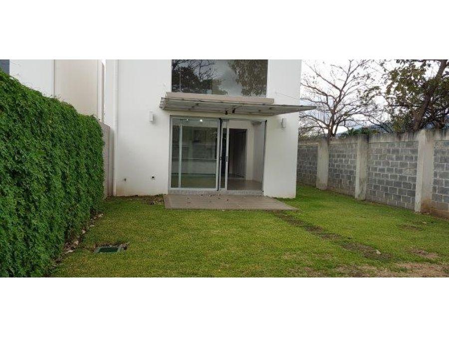 casa en santa ana en condominio muy amplia v0136