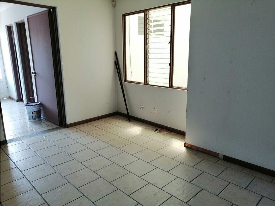 casa en sabana amplia con uso de suelo mixto a0874