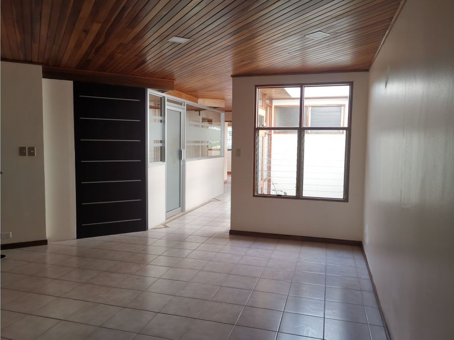 casa en sabana con uso de suelo mixto a0836