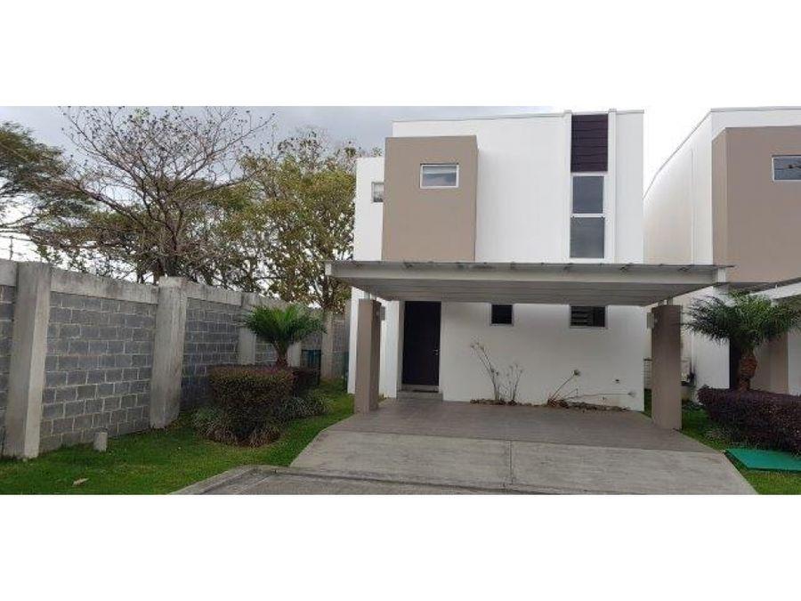 casa a la venta en santa ana en condominio v0139