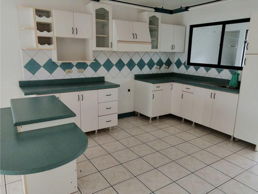 apartamento en santa ana acogedor y espacioso a0839