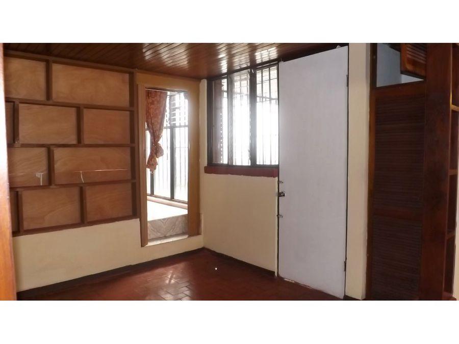 casa en rohrmoser independiente de una planta v0277
