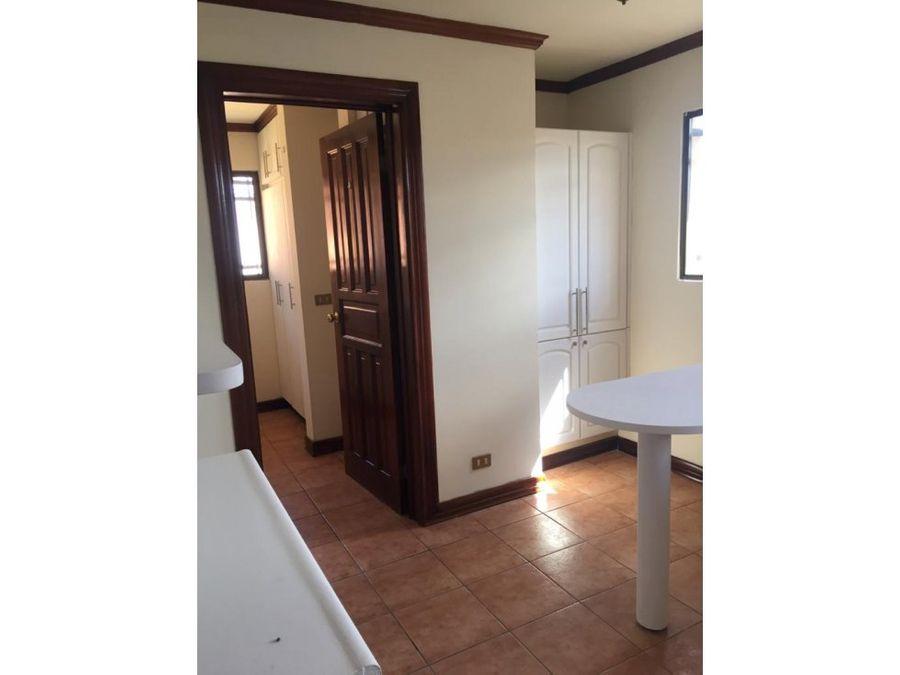 apartamento en escazu recien remodelado a0942