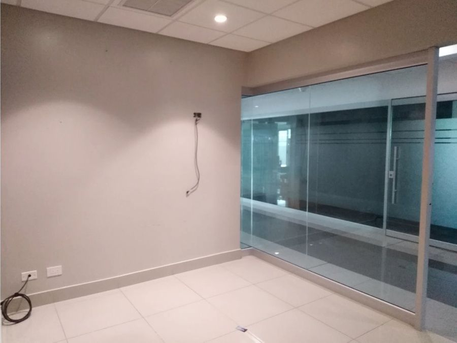 oficina en santa ana amplios espacios a0605