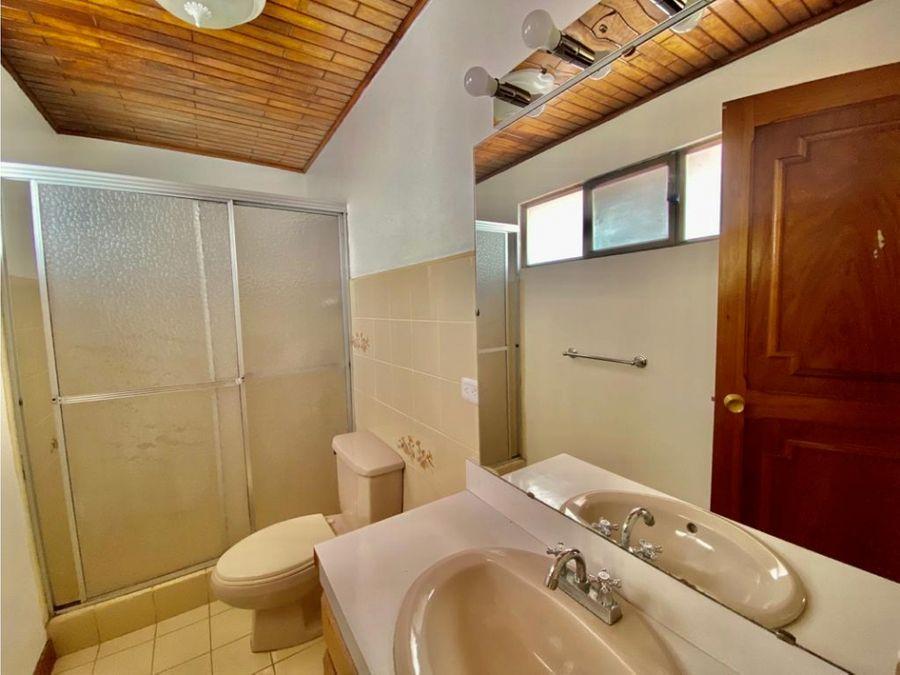 apartamento en rohrmoser en condominio amplio a1175