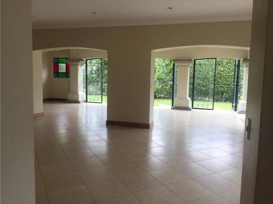 casa en santa ana condominio exclusivo a0572