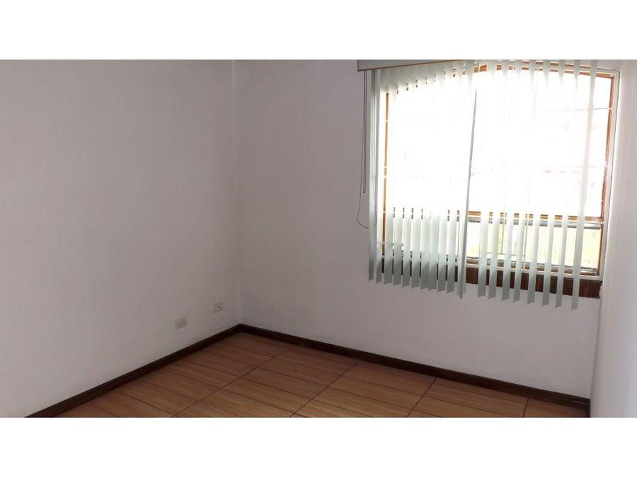 casa en rohrmoser amplia e independiente a0999
