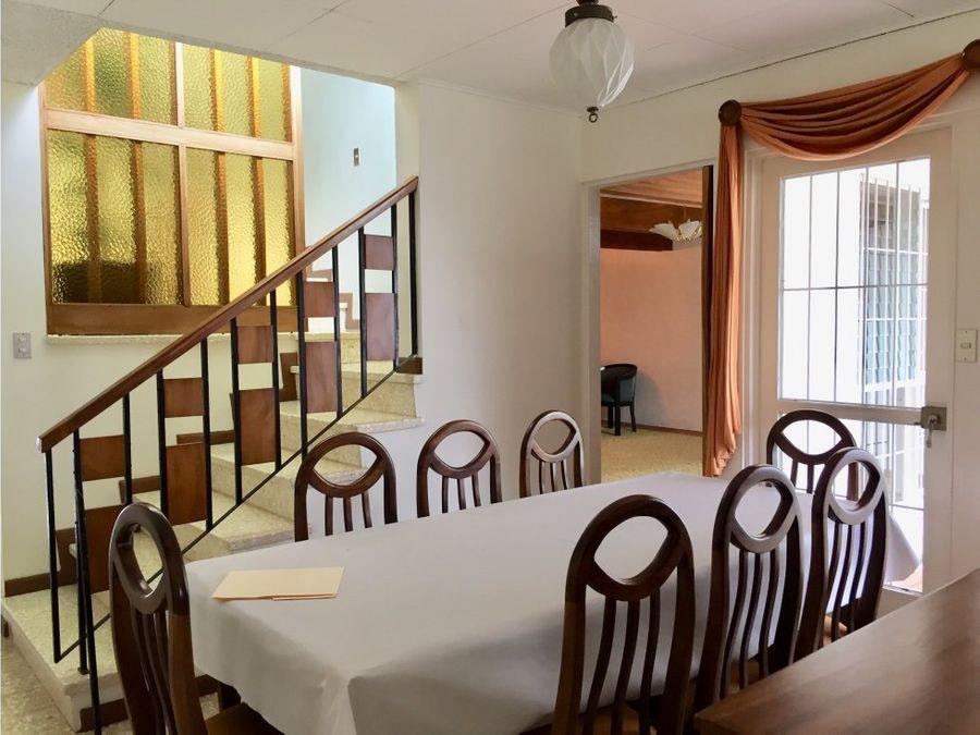 casa en rohrmoser excelente ubicacion v0102