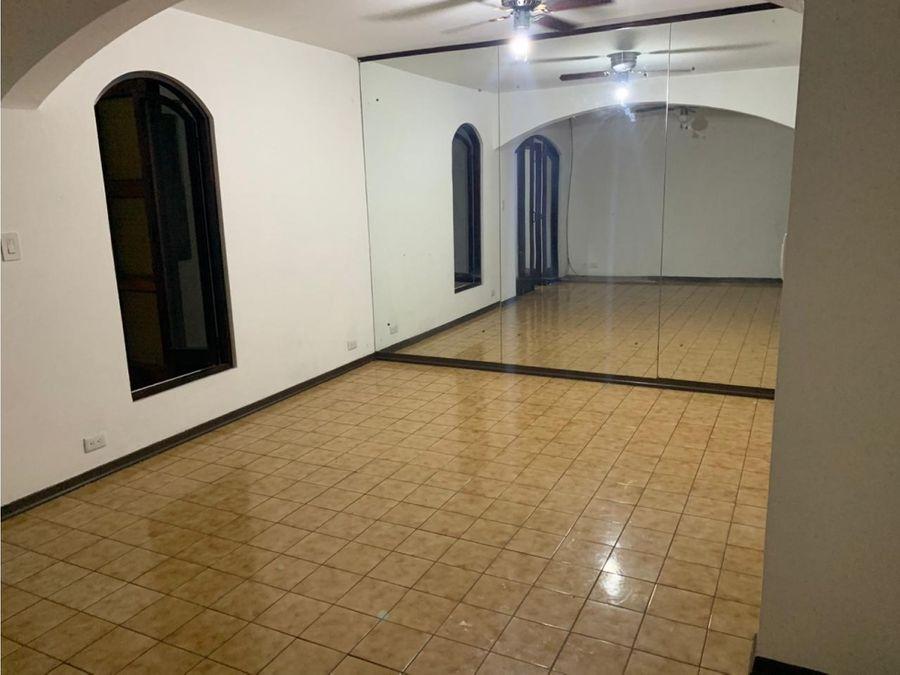casa en rohrmoser segura y con excelentes espacios a1146