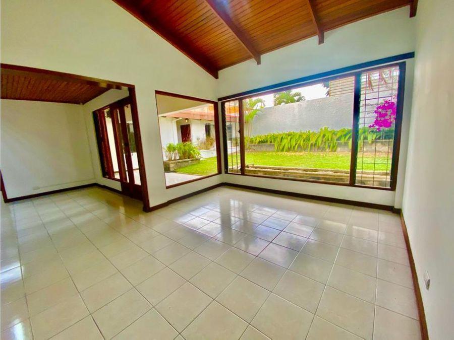 casa en rohrmoser espectacular con jardin amplio a1179