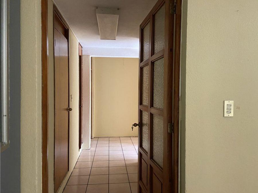 amplia oficina en renta edificio el campo zona 14