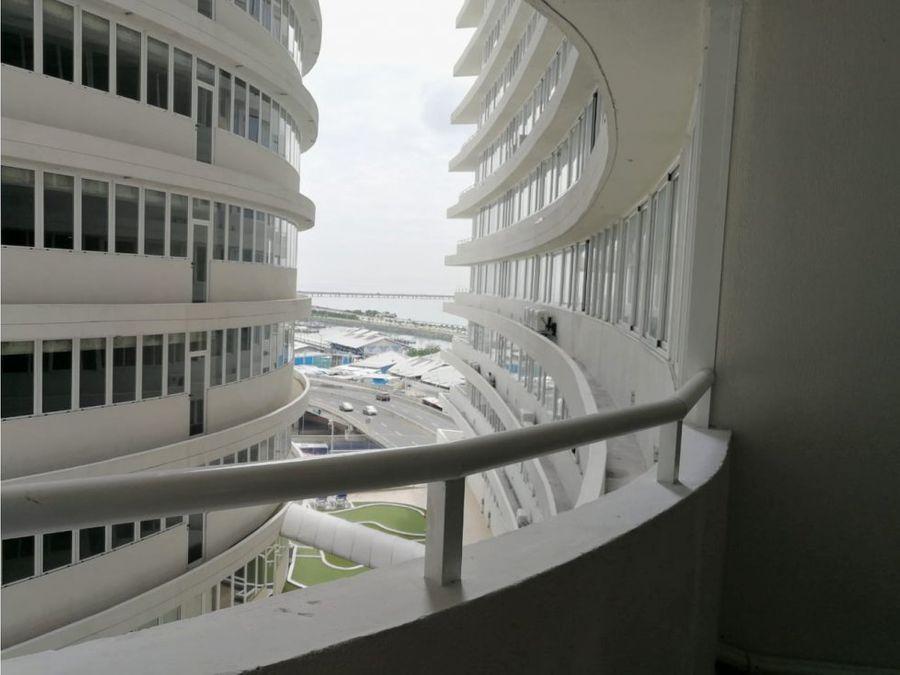 alquilo apto 2 rec 780 con balcon ph bay view