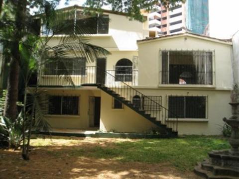 rento casa para vivienda u oficina en zona 14