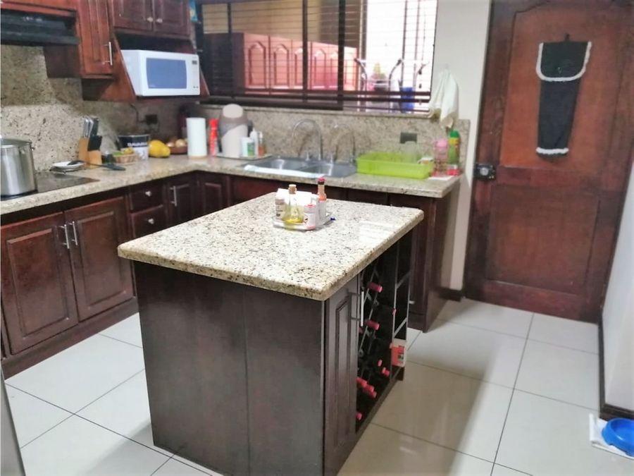 venta casa en condominio con amplias zonas verdes alajuela